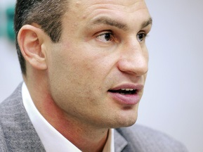 Віталій Кличко знову викликає Льюїса на бій