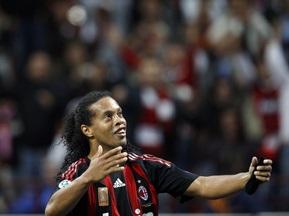 Роналдиньо продлит контракт с Миланом