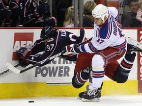 NHL: Рейнджерс уходят в отрыв