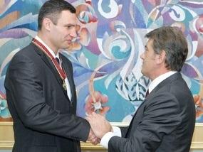 Ющенко наградил Кличко орденом