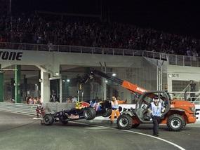 Пилот F1 сошел с трассы из-за трамвая