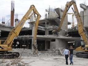 Євро-2012: Демонтували половину Троїцького