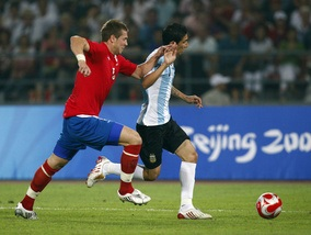 ФИФА дисквалифицировала игрока на год за плевок в судью