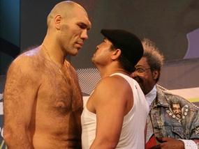 Руис легче Валуева на 36 кг