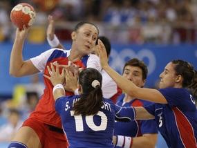 Росіянки перемагають у гандбольній боротьбі