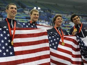 Плаванье: Фелпс и его команда выигрывают золотые медали в эстафете