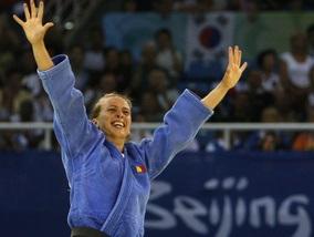 Румынская дзюдоистка завоевывает золото Пекина