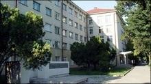 В Україні розпродали сотні гуртожитків разом із мешканцями