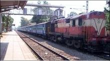 В Індії шкільний автобус потрапив під поїзд: 20 загиблих