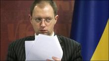 Яценюк просить розблокувати трибуну ВР