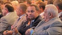 Янукович вручив Шуфричу квиток і тепло привітав його