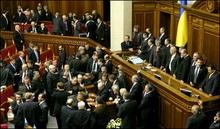 Регіонали заблокували президію і трибуну ВР
