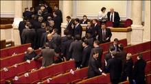 Яценюк попросив усіх заспокоїтись та оголосив перерву