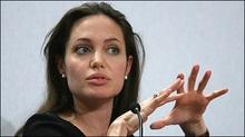 Анджеліна Джолі буде боротися з торгівлею зброєю
