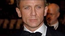 Агент 007 вирішив повністю роздягтися