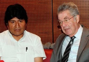 Сноуден - Австрийская полиция не обыскивала самолет президента Боливии