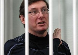 Свидетеля по делу Луценко уволили из милиции после допроса в суде