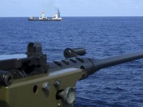 Сомалийские пираты стягивают к захваченному танкеру дополнительные силы