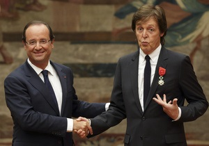 Пол Маккартни получил высшую награду Франции