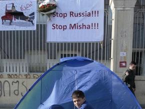 Грузинская оппозиция приостановила акции протеста у резиденции Саакашвили