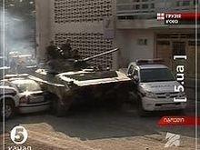 Российские танки протаранили машины грузинской полиции в 30 км от Тбилиси