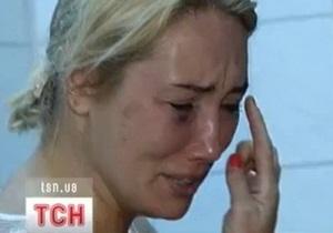 Скандальную телеведущую Розинскую избили в подъезде собственного дома