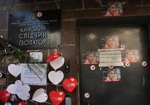 В резолюцию ЕНП добавили абзац о  варварском  решении провести заседание суда в камере Тимошенко