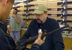 Побоище в кинотеатре США вызвало рост продаж огнестрельного оружия