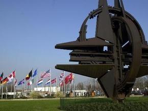 НАТО обещает помогать Украине и Грузии на пути реформ, который приведет их в альянс