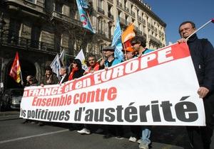 Во Франции десятки тысяч человек выразили протест против мер жесткой экономии