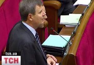 Оппозиция покинула зал парламента из-за того, что ей  закрывают рот