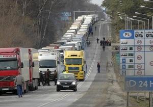 На польско-украинской границе микроавтобус с украинцами врезался в фуру: есть жертвы