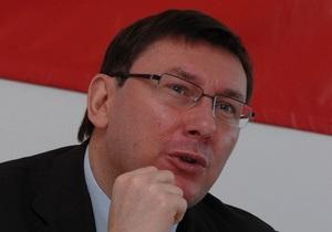 Луценко заявил, что Жвания покупает новые  тушки  для коалиции