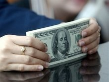 Доллар установил новый рекорд падения