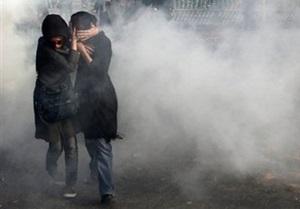 Иранская полиция разогнала оппозиционеров слезоточивым газом