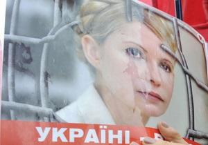 Власенко: Тимошенко обессилена из-за голодовки, она все время лежит