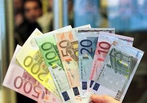 Немец раздал деньги незнакомцам из-за нежелания делиться с бывшей женой