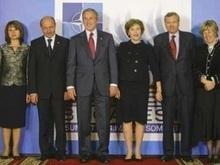 Итог ужина в Бухаресте: НАТО не пригласит Украину и Грузию