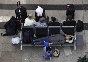 Национальная авиакомпания Египта отменила все рейсы, в аэропорту Каира царит хаос