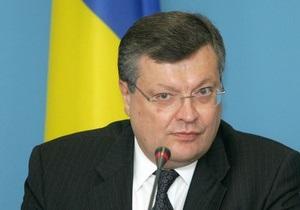 Янукович уволил Грищенко с должности посла в России