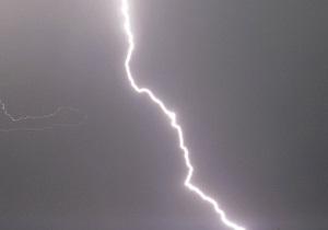 В Черниговской области молния попала в палатку: шесть пострадавших