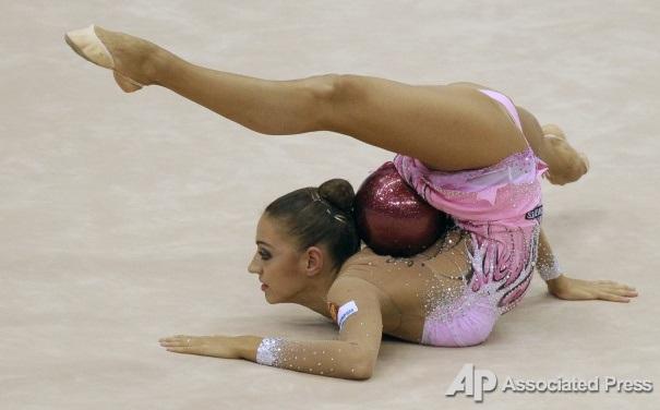 Эротическая гимнастика с мячами фото 549-340