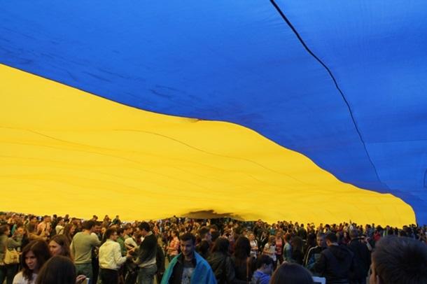 Одесситы пронесли 24-метровый флаг Украины по Потемкинской лестнице - Цензор.НЕТ 7572