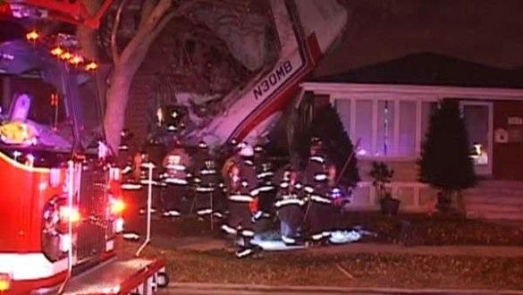 В Чикаго грузовой самолет упал на жилой дом