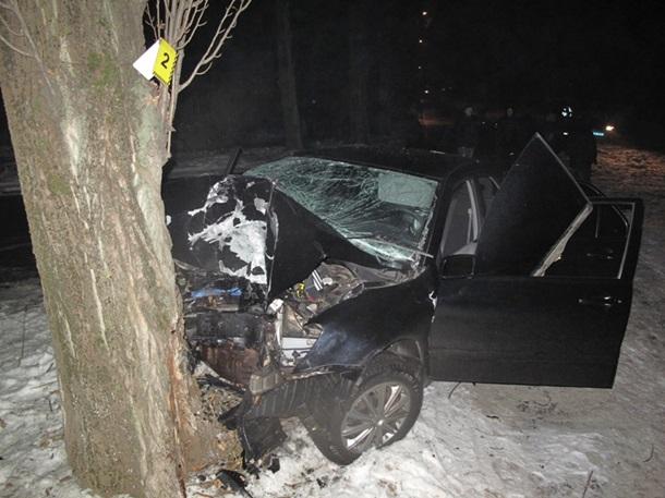 Смертельное ДТП на Борщаговке: автомобиль врезался в дерево