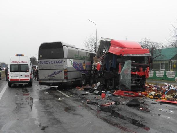 Автобус с немецкими туристами попал в аварию в Волынской области