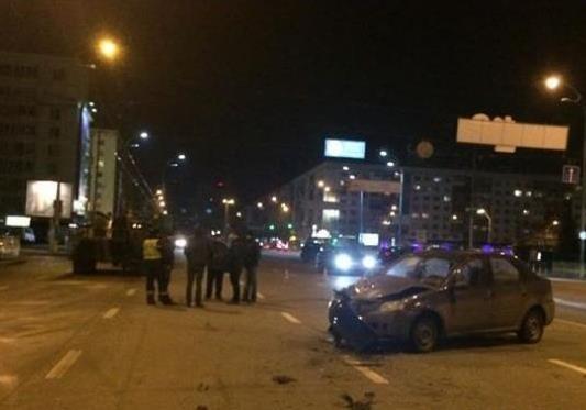 В Киеве ночью два авто и БТР попали в ДТП