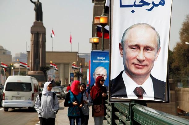 СюжетПожары в Донецке, шины под мэрией Киева и плакаты Путина в Египте. Фото дня