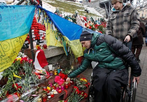 Майдан поминает героев Небесной сотни. Онлайн - (видео)