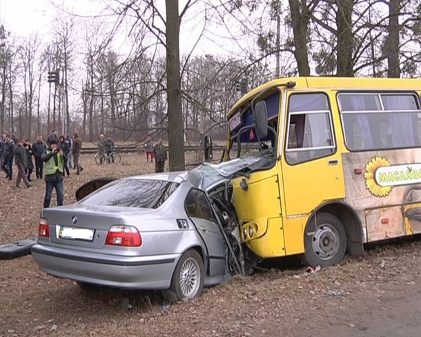 ФОТО: Полная маршрутка столкнулась с BMW: есть жертвы